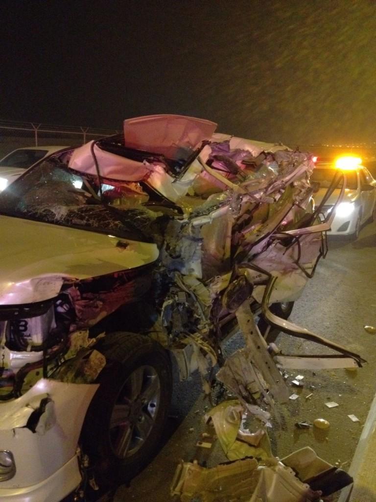 بالصور .. إصابة زوجين في حادث شاحنة مروع بـ#الأحساء