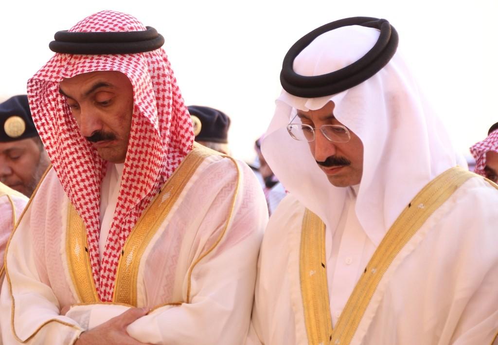 بالصور… الأمير بدر بن جلوي يتقدم المصلين في صلاة عيد الفطر المبارك