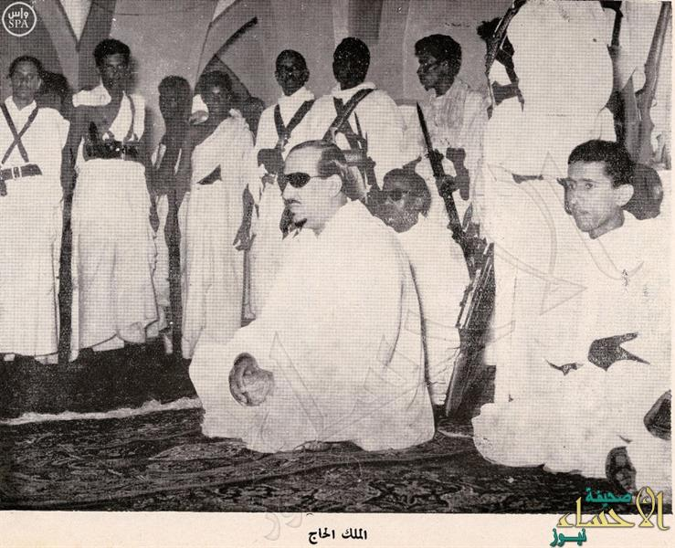 بالصور.. الملك سعود والملك فيصل أمّا المصلين في الحرمين الشريفين 10 مرات