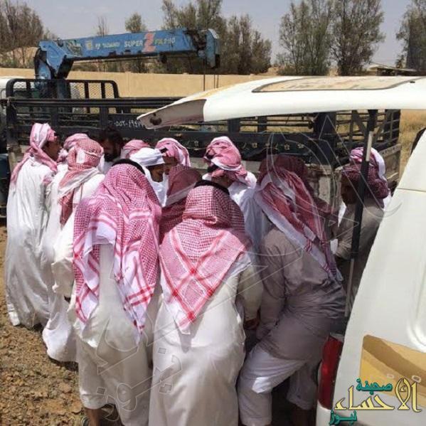 """بالصور.. السمنة تجعل """"الونش"""" الحل الوحيد لدفن سعودي بخميس مشيط"""