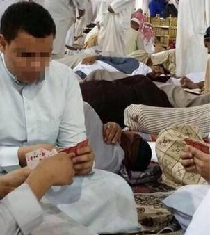 القبض على 4 أشقاء لعبوا ورقة البالوت داخل المسجد النبوي
