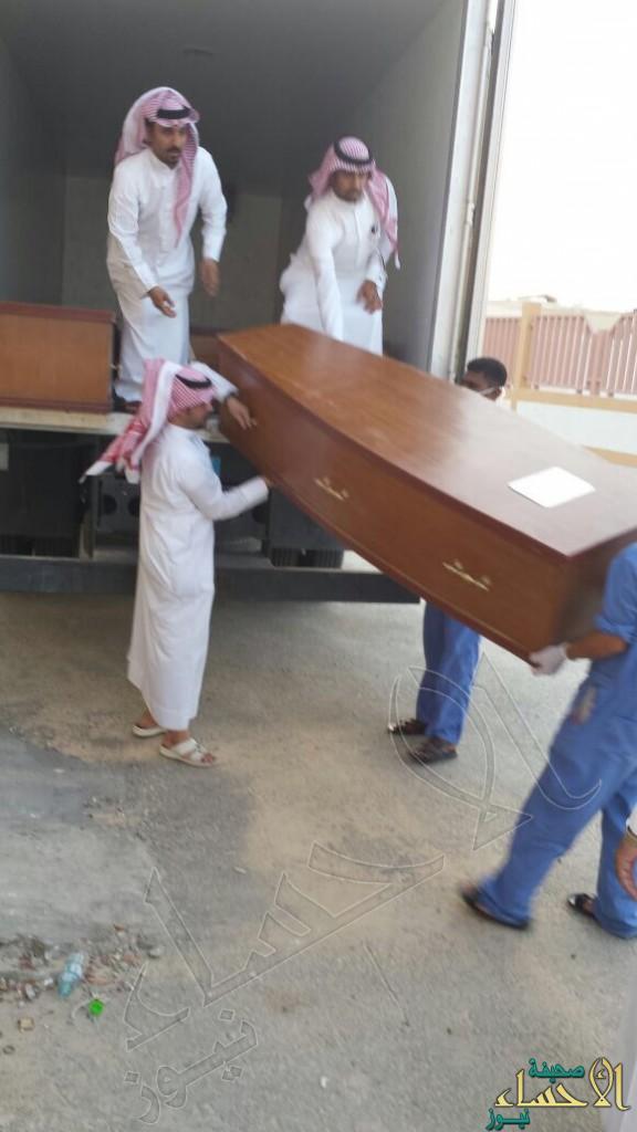 """بالصور… """"توابيت الموت"""" ترحل ضحايا الحافلة العمانية إلى """"عمان"""""""