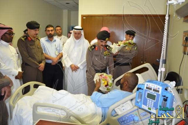 """مدير شرطة #الشرقية يزور """"رئيس رقباء """" البيشي المصاب بمواجهة الخفجي"""