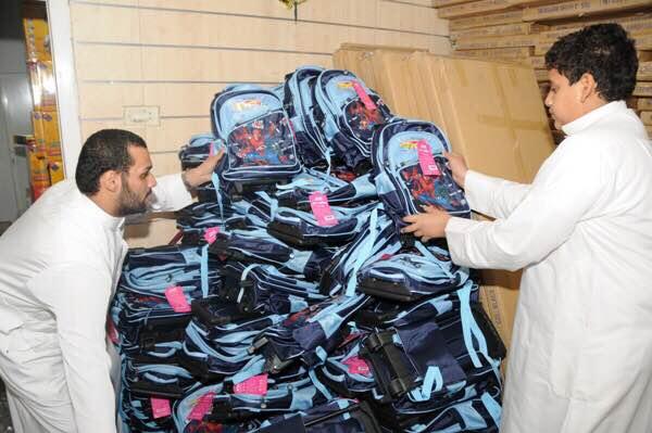 1500 أسرة تستفيد من مشروع الحقيبة المدرسية في #الأحساء