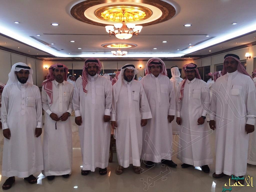 صورة جماعية مع العرسان