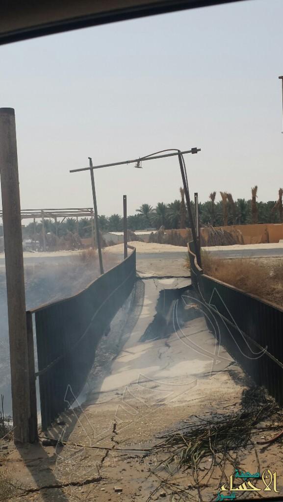 """""""الري والصرف"""" تزيل الجسر المحترق بمزارع العيون بعد تهديده للمزارعين"""