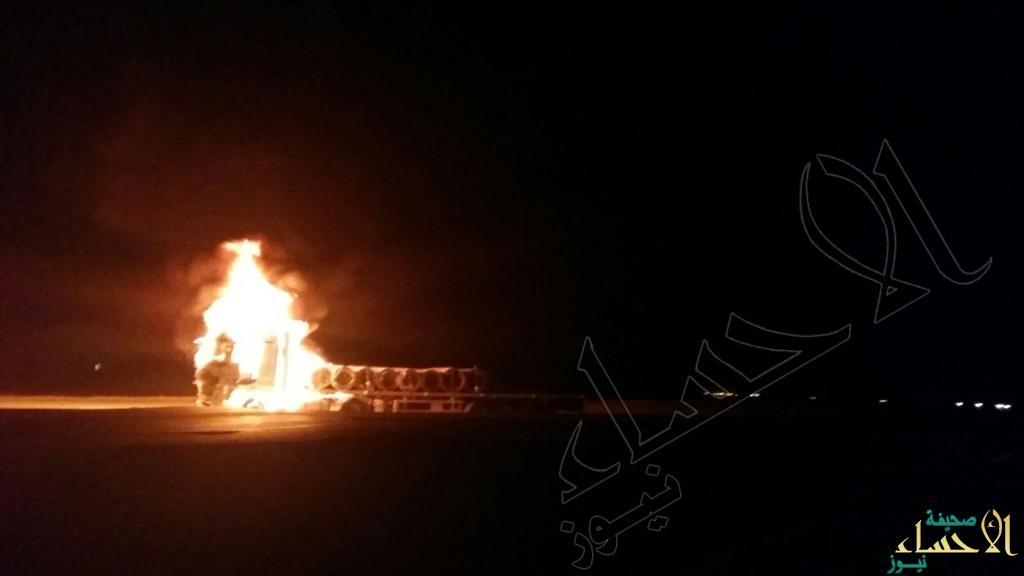 بالصور.. السيطرة على حريق شاحنة بالقرب من محطة المثلث بحرض