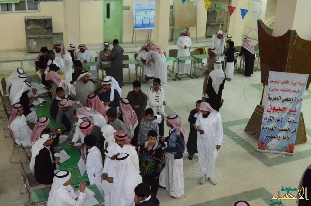 """الأباء والمعلمين يجتمعون بمتوسطة """"ﺃﺑﻲ ﺫﺭ ﺍﻟﻐﻔﺎﺭﻱ"""" ﺑﺎﻟﻤﺒﺮﺯ"""
