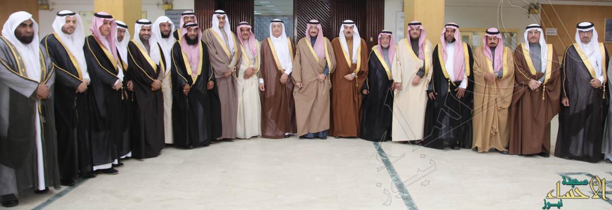 الامير بدر يتوسط اعضاء المجلس البلدي(تصويرعيسى البراهيم)