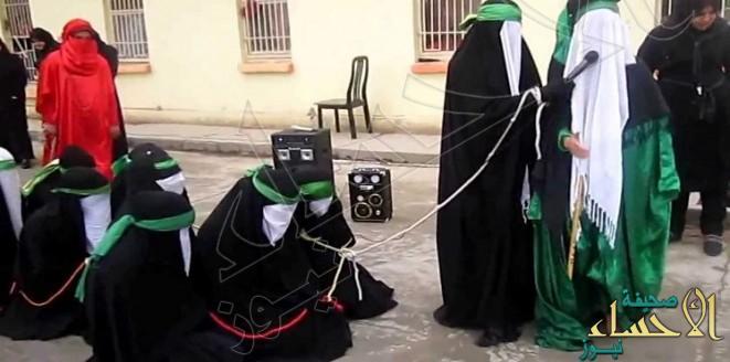 بالصورة.. داعشي يعدم أمه أمام الحشود !!