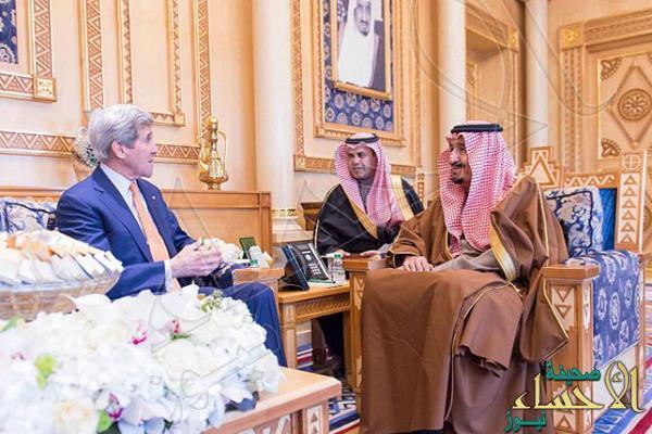 بالصور.. خادم الحرمين الشريفين يستقبل وزير خارجية الولايات المتحدة