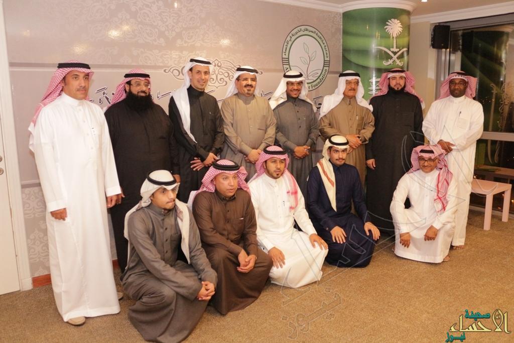 صورة جماعية للدكتور العبدالعالي ومنسوبي الجمعية