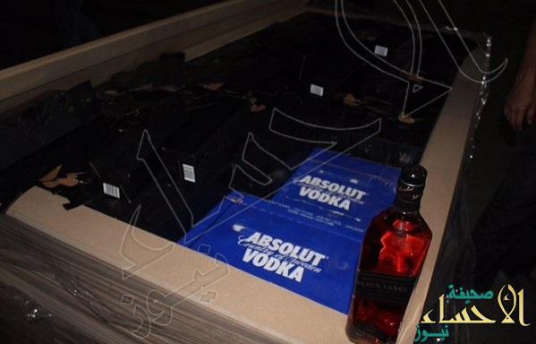 بالصور.. جمرك البطحاء يُحبط محاولة تهريب أكثر من 12 ألف زجاجة خمر