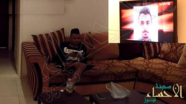 بالفيديو.. شاب يتفاجأ بخبر إتهامه أنه داعشي وهو يشاهد التليفزيون !!