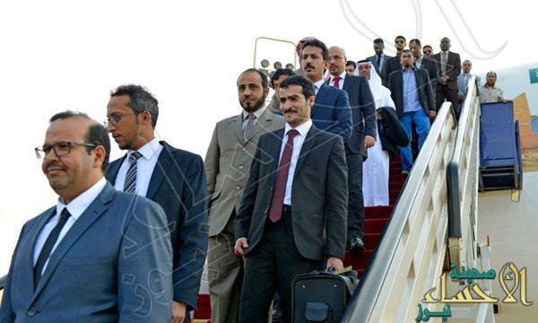 بالصور.. وصول البعثة الدبلوماسية السعودية في إيران إلى المملكة
