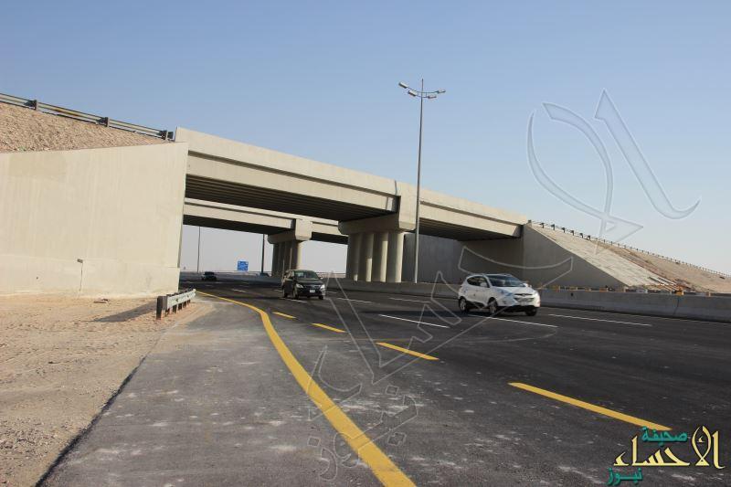 """بالصور .. """"وزارة النقل"""" تتيح حركة المرور بجسر حرض – العيون – بقيق"""