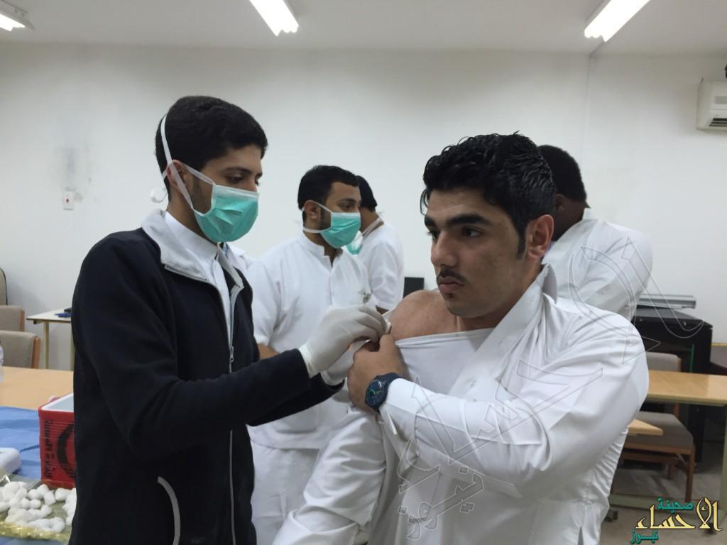 ثانوية الحرمين تستقبل الفريق الصحي لتطعيم طلابها عن الحصبة