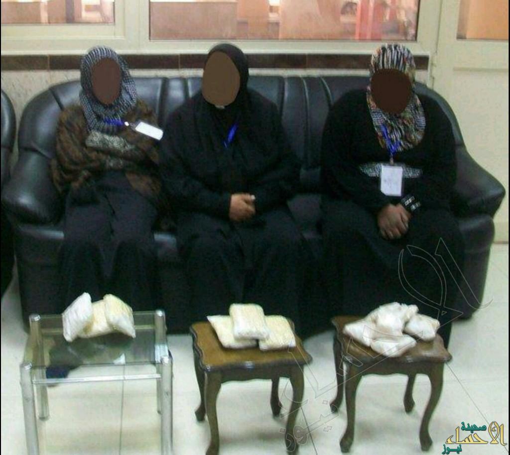 بالصور … عائلة تحاول تهريب 112 ألف حبة كبتاجون بستار العمرة