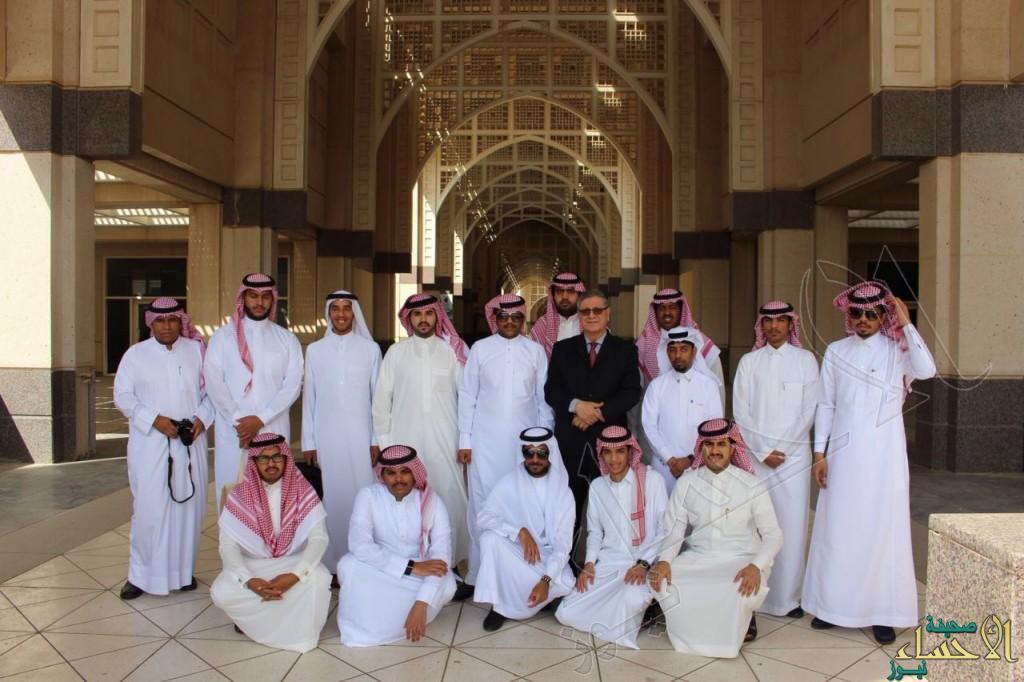 """طلاب أداب """"الملك فيصل"""" في زيارة لجامعة """"الملك عبدالعزيز"""" بجدة"""