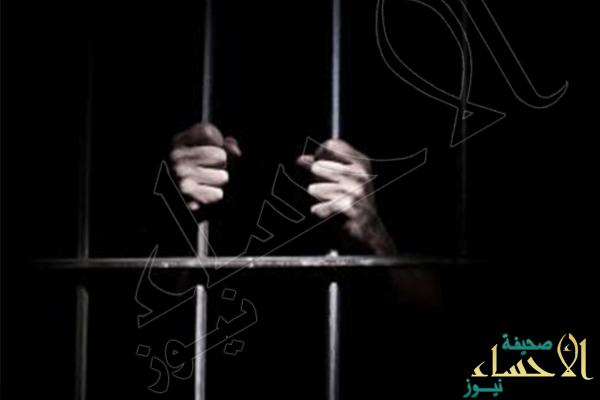سجن وجلد وافد سرق 40 ألفا ببطاقة صراف كفيلته دون علمها
