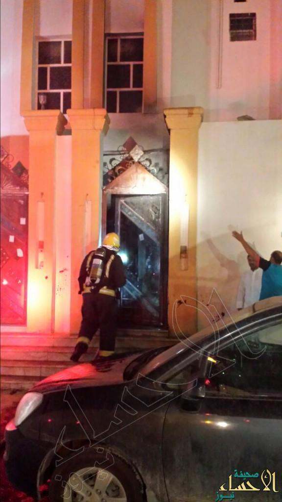 """بالصور.. """"دراجة نارية"""" تُشعل النيران داخل أحد المنازل في #الأحساء !"""