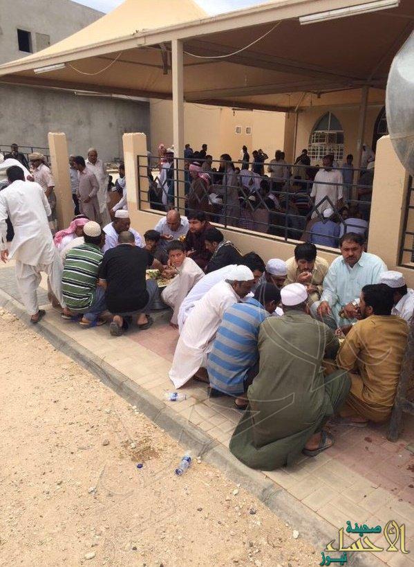 وليمة  ناقة  للمصلين وسيارة هدية لحافظ القرآن بالجوف 3