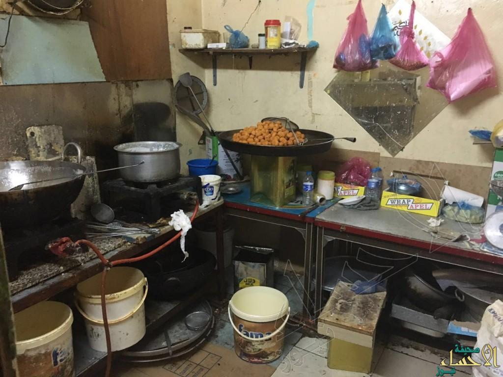 بالصور.. الكشف عن أوكار العمالة لصنع الطعام وتوزيعه على المطاعم في #الأحساء !