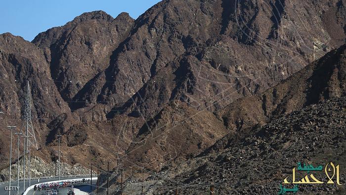 """الإمارات تعتزم بناء أول جبل صناعي في العالم ضمن خطة لـ""""تخصيب السحب"""" !"""
