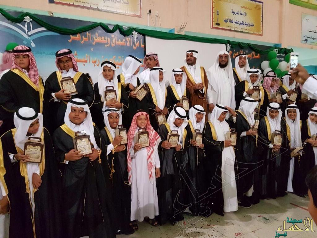 """""""عبادة بن الصامت """" الابتدائية تحتفي بطلابها الخريجين"""