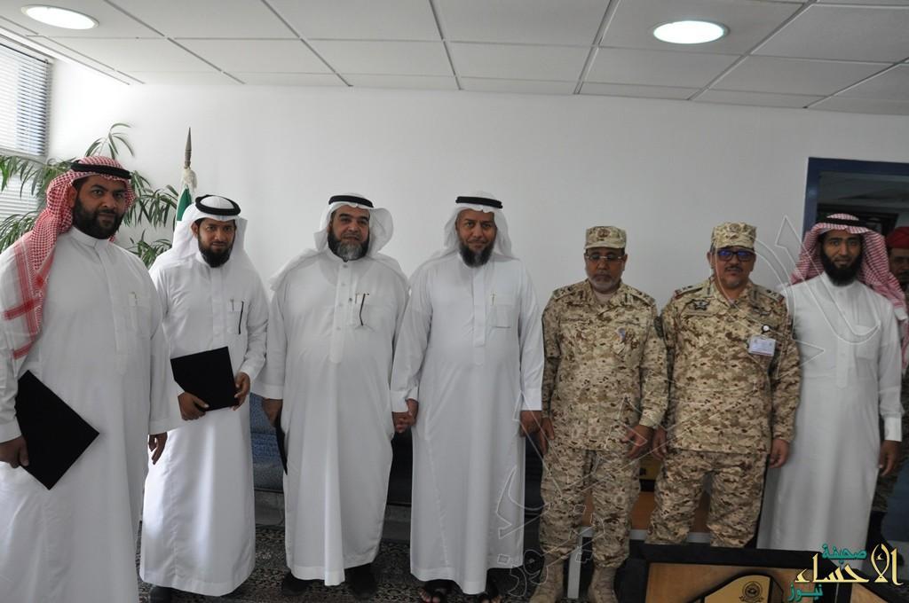 بالصور.. لواء الملك عبدالعزيز يكرم مركز التنمية الأسرية بالأحساء