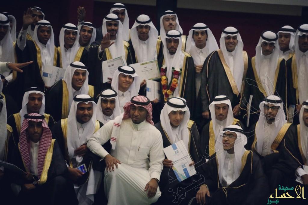"""ثانوية """"عبدالله بن سلام"""" تزف خريجيها لهذا العام"""