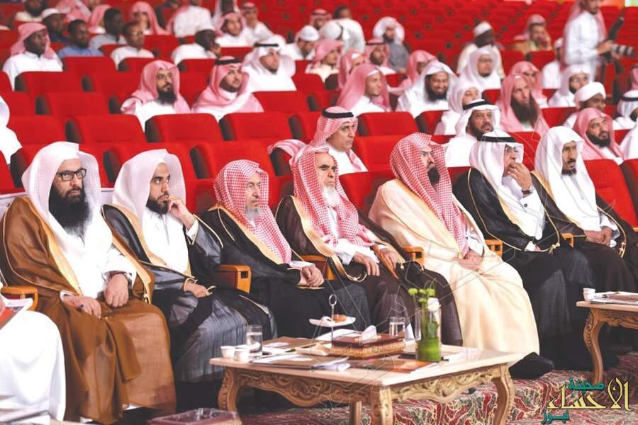 """هل التصوير في """"الحرم"""" حرام ؟ … تعرّف على  رأي """"العلماء"""" فيه"""