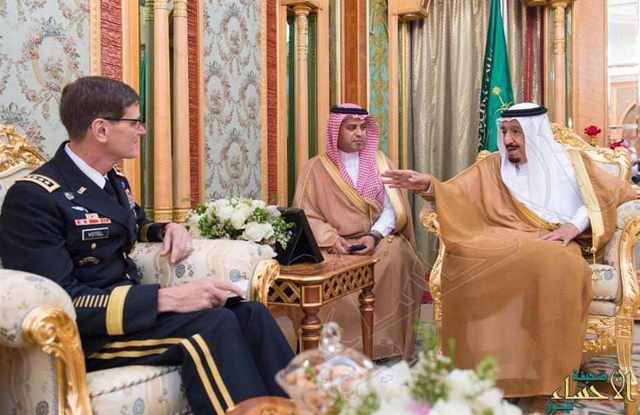 بالصور.. خادم الحرمين يستقبل قائد القيادة المركزية الأمريكية