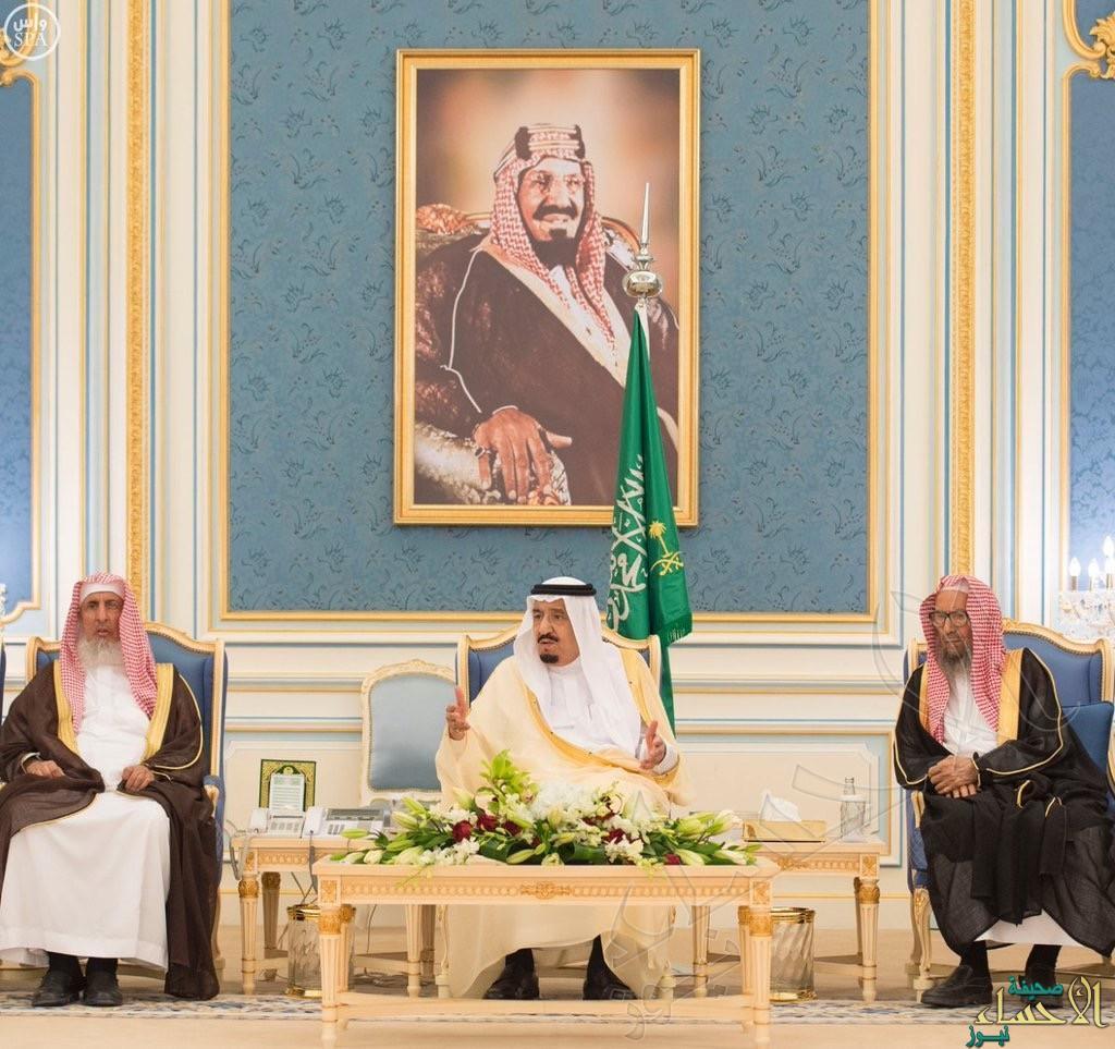 خادم الحرمين الشريفين يستقبل الأمراء ومفتي المملكة والعلماء وجموعاً من المواطنين