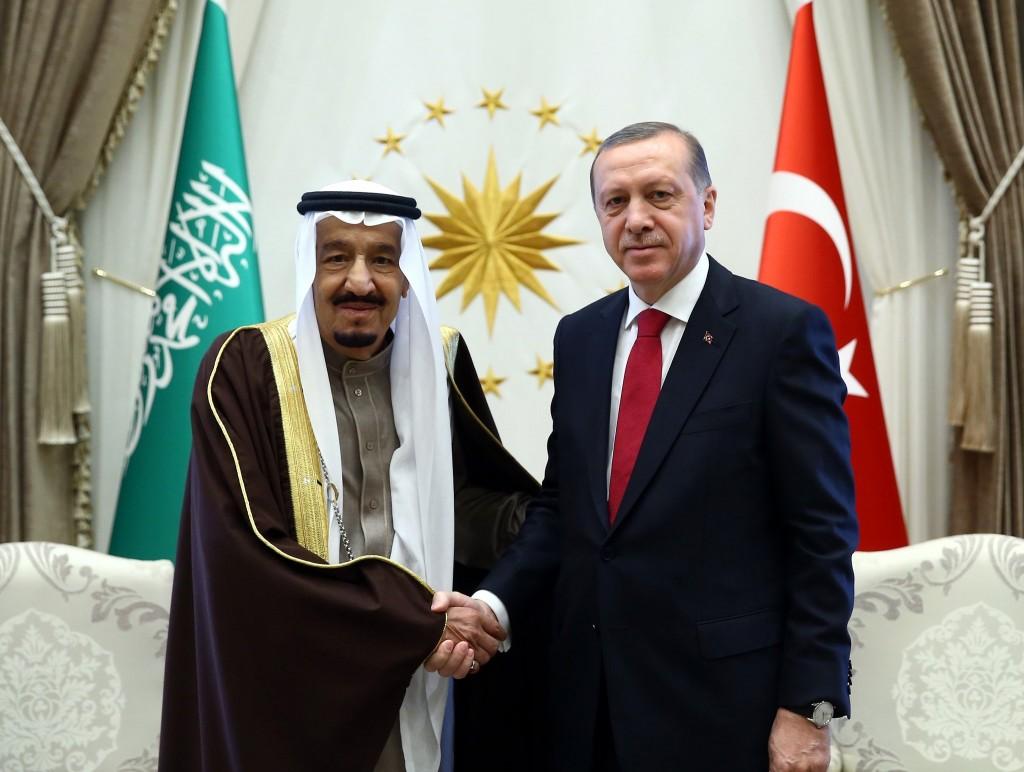 الملك سلمان يواسي القيادة التركية في مصابها بحادث مطار أتاتورك الدولي