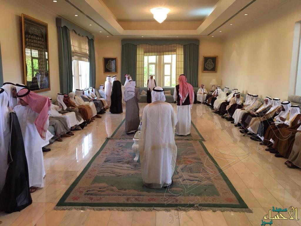 """بالصور… مجلس أسرة """"آل مبارك"""" يستقبل المهنئين بعيد الفطر"""