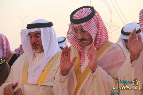 بالصور.. هكذا التف المواطنين حول أمير #الأحساء للتهنئة وصلاة عيد الفطر المبارك