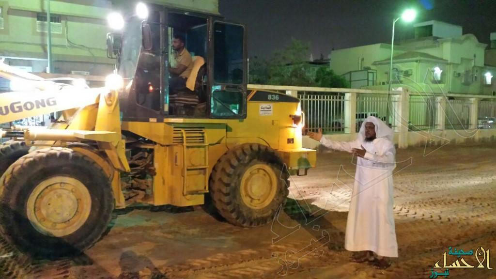"""بالصور .. تعاوني """"العيون"""" يتكفل بتجهيز مصلى العيد بالمدينة"""