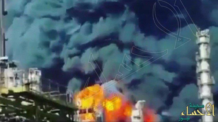 بالفيديو.. انفجار وحريق ضخم بمجمع للبتروكيماويات في مدينة معشور الإيرانية