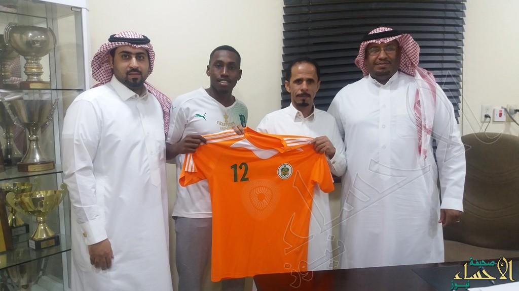 """اللاعب """"محمد النجعي"""" يوقع مع نادي #الروضة """"كمحور"""""""