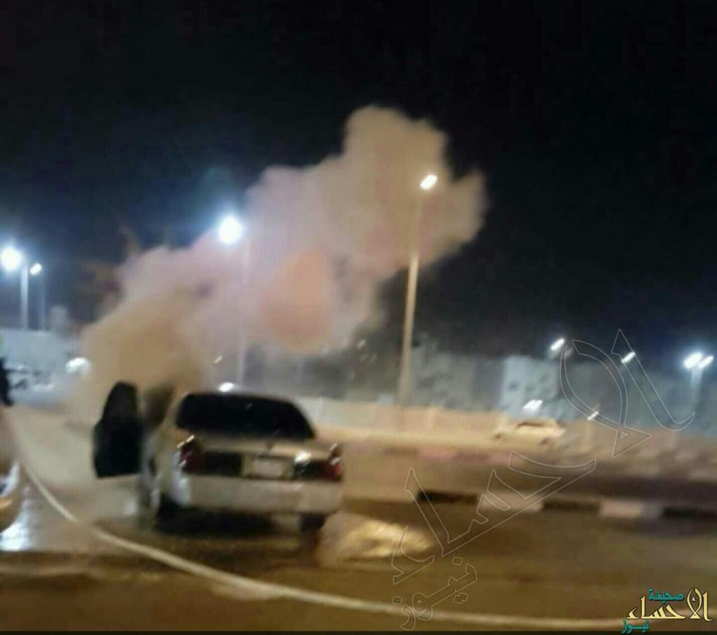 """بالصور.. سبب غامض يُشعل سيارة رجل أمن في """"العيون"""" !"""