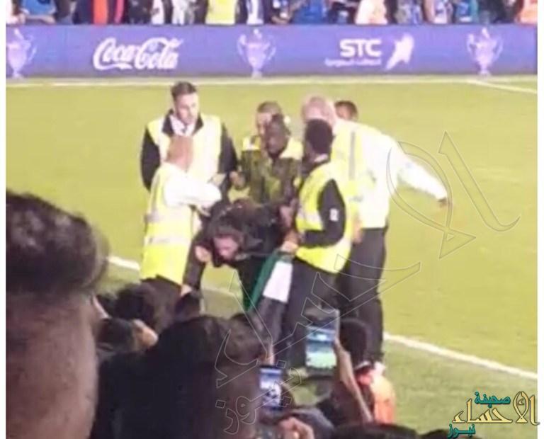 فيديو يكشف هوية الفتاة التي دخلت ملعب مباراة السوبر السعودي في لندن!