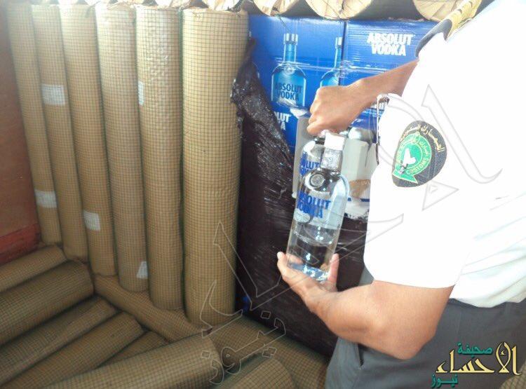 بالصور.. إحباط تهريب أكثر من 23 ألف زجاجة خمر بجمرك البطحاء