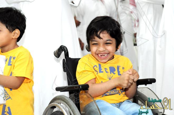 بالصور.. ذوي الإعاقة في #الأحساء ترسم البسمة على نزلاء مركز التأهيل الشامل