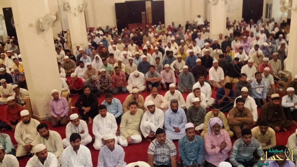 """بالصور… جموع من المصلين يؤدون صلاة عيد الأضحى بجامع صناعية """"العيون"""""""