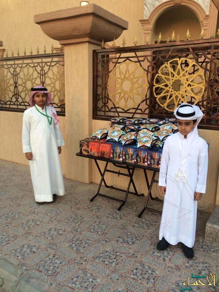 """بالصور.. جامع """"المري """" يعايد الأطفال بالهدايا في صلاة العيد"""