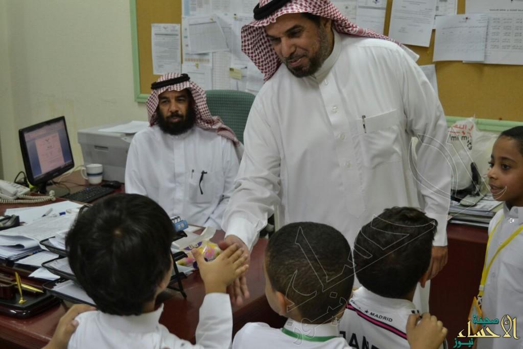 ابتدائية الحارث بن هشام تستقبل طلابها ببرامج ترفيهية وثقافية