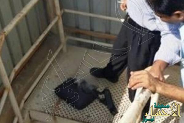 """بالصور.. شاهد ماذا حدث لمقيم مصري بعد """"انفجار #سامسونج"""" داخل حقيبته !"""