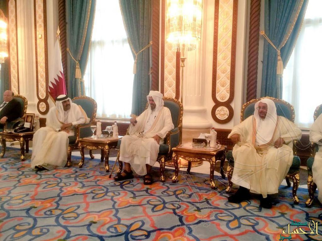 الشيخ قيس المبارك يقدم واجب العزاء في وفاة الشيخ خليفة بن حمد آل ثاني