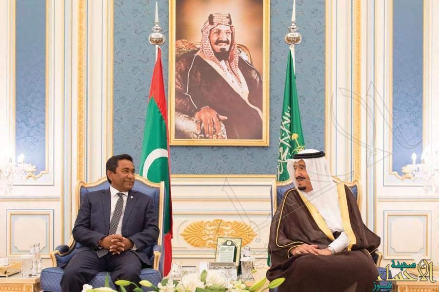الملك سلمان ورئيس المالديف يستعرضان سبل تعزيز العلاقات ومستجدات الأحداث